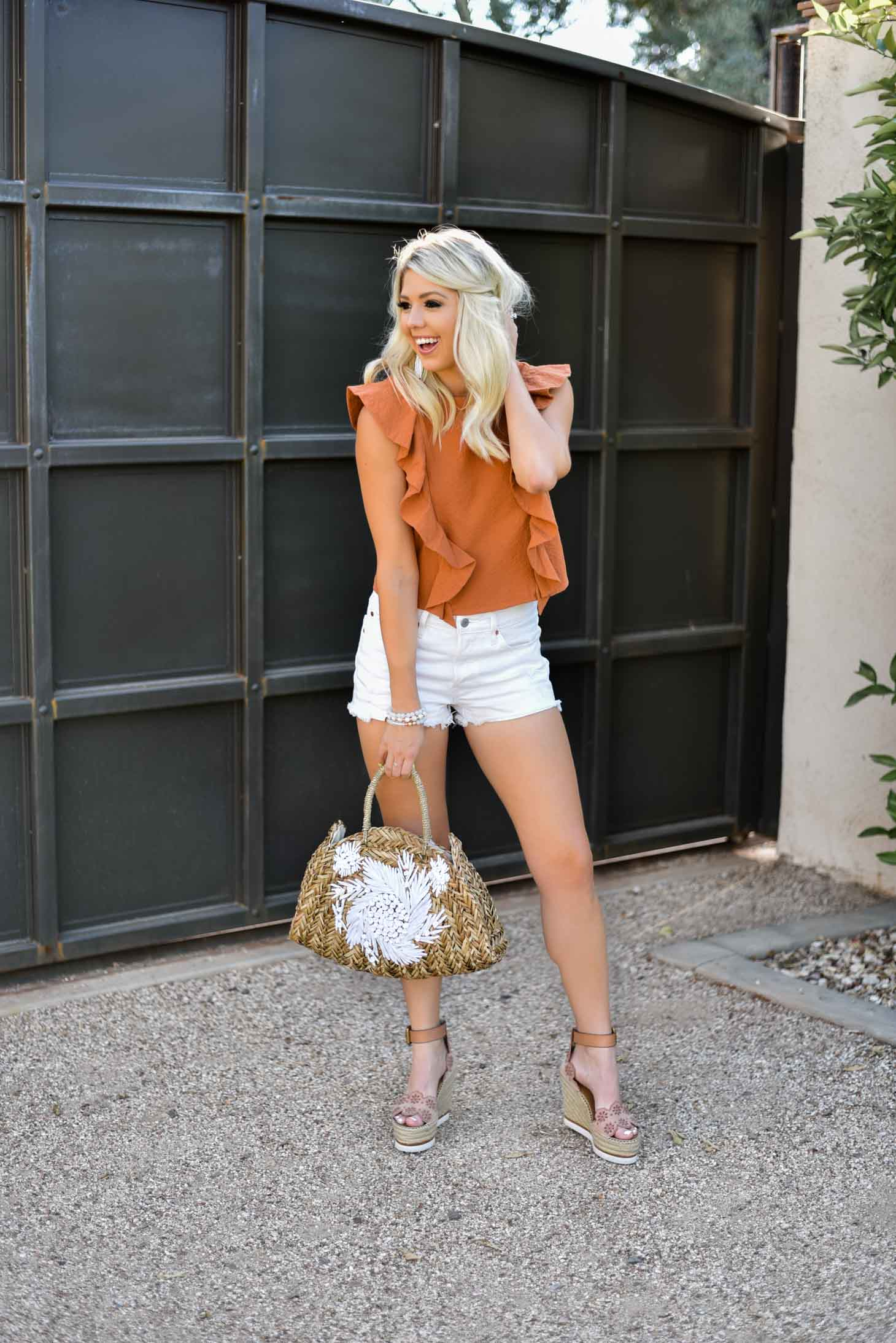 Erin Elizabeth of Wink and a Twirl in this casual spring and summer style with Nordstrom
