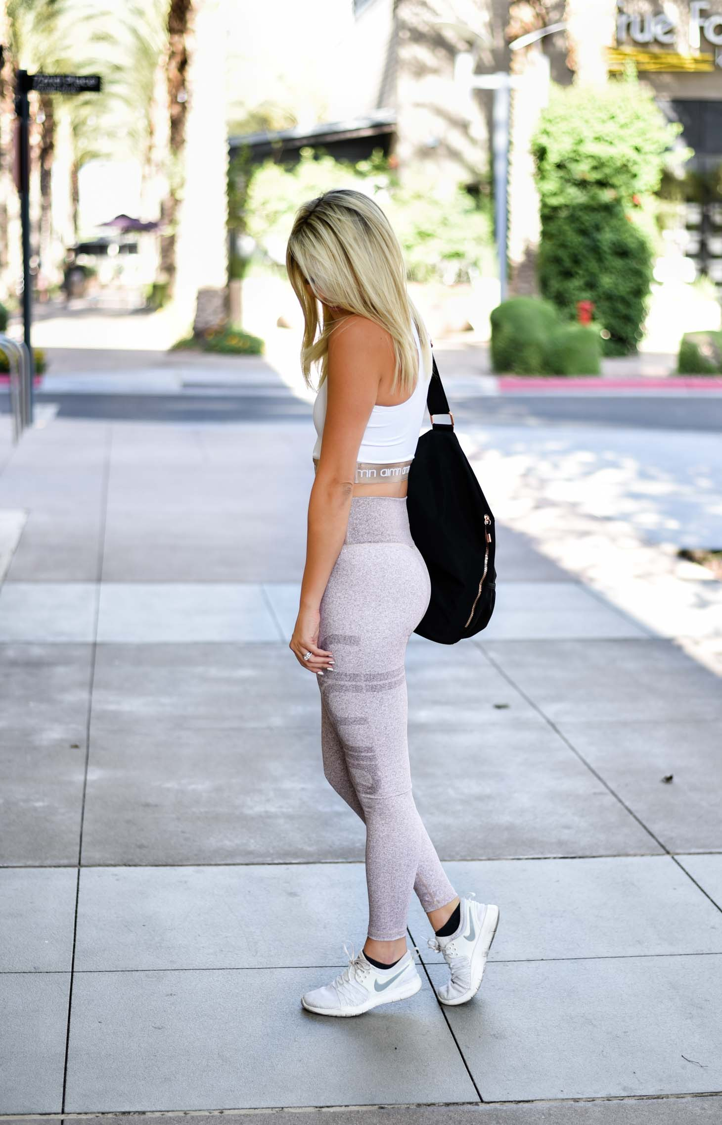 Erin Elizabeth of Wink and a Twirl shares this Aimn Athleisure Look for Workout Style Inspiration