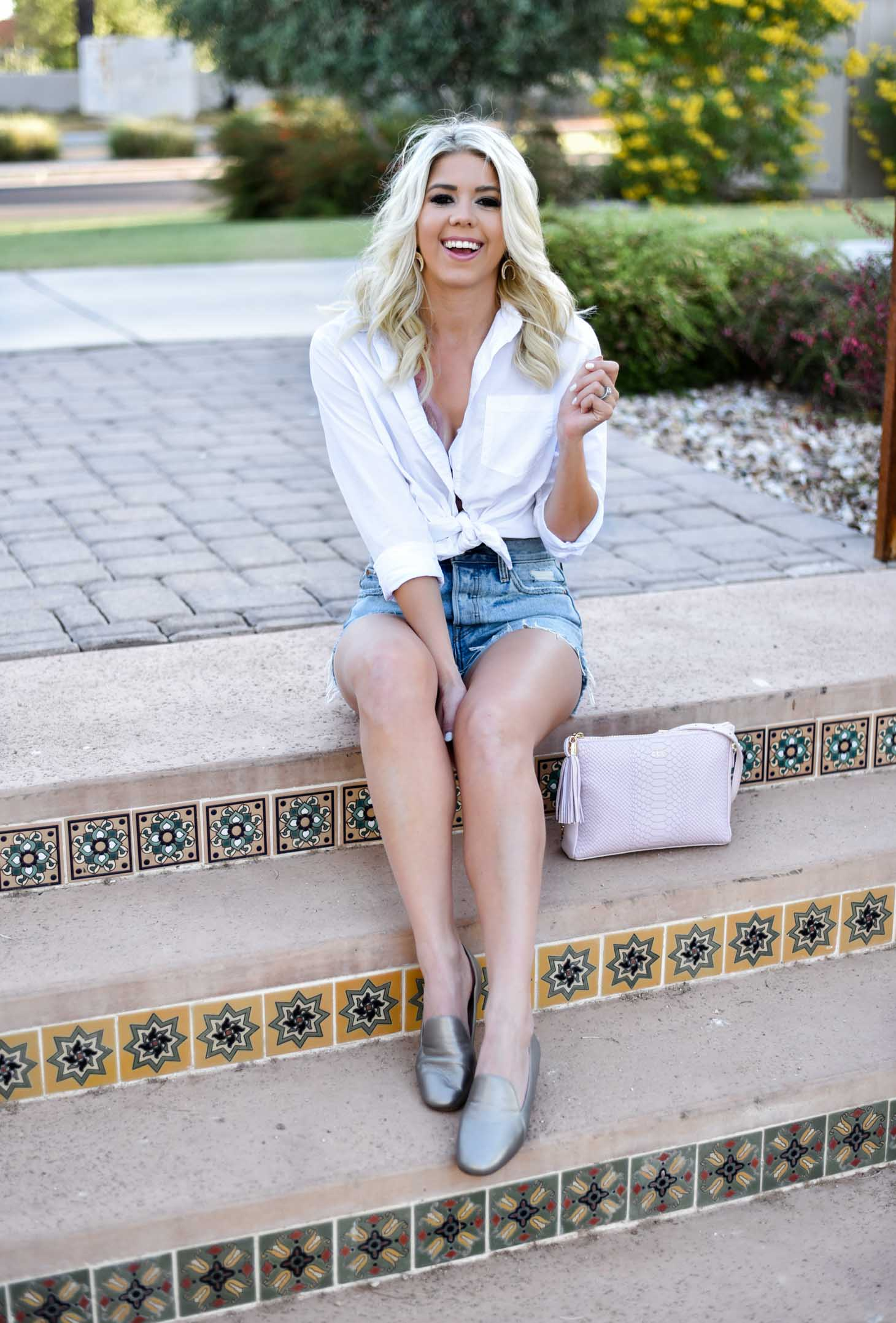 Erin Elizabeth of Wink and a Twirl shares this summer style featuring the Emiline shoe by Naturalizer