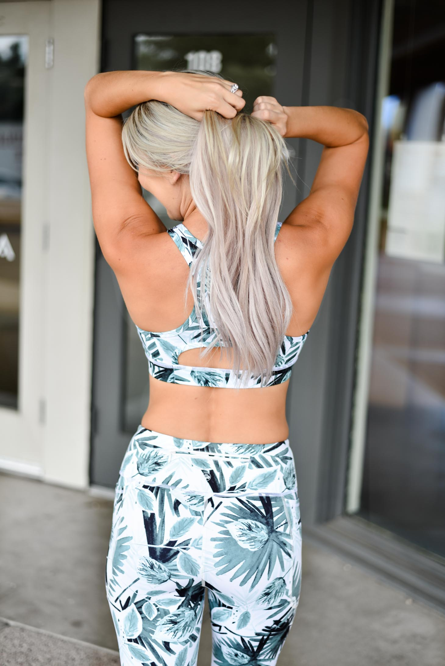 Erin Elizabeth of Wink and a Twirl shares her experience at Barre3 fitness studio in Scottsdale, Arizona wearing Senita Athletics sports bra and leggings