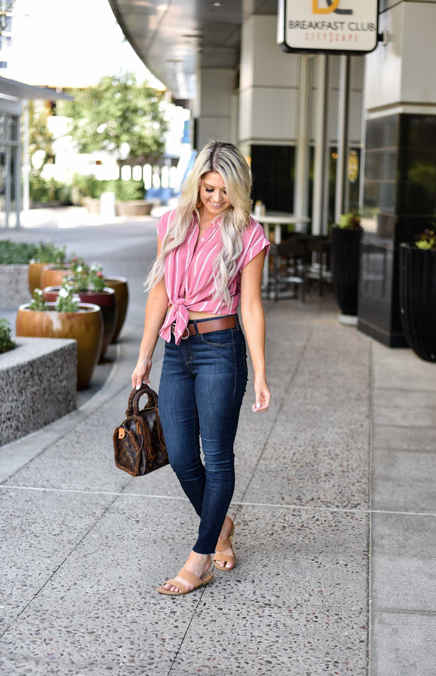 Erin Elizabeth of Wink and a Twirl shares the perfect transitional and casual look from summer to fall