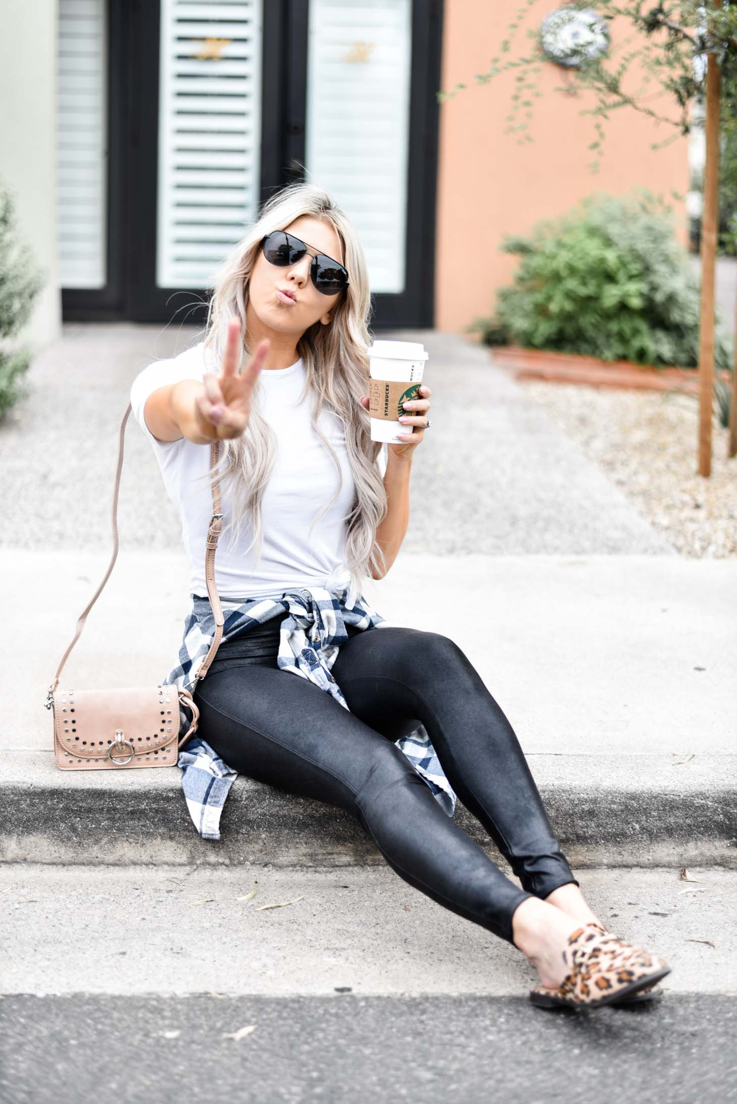 Erin Elizabeth of Wink and a Twirl shares her review on the Spanx leggings