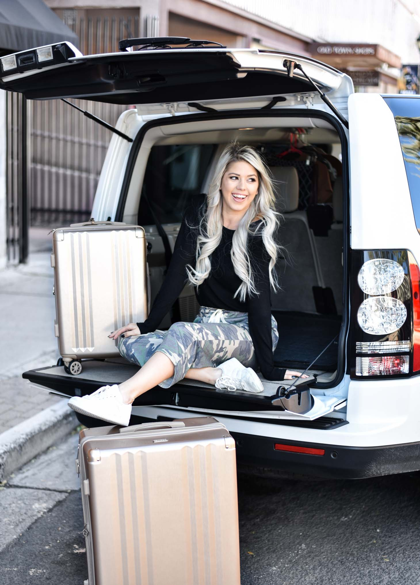 Erin Elizabeth of Wink and a Twirl shares her go to travel style with Amaryllis Apparel