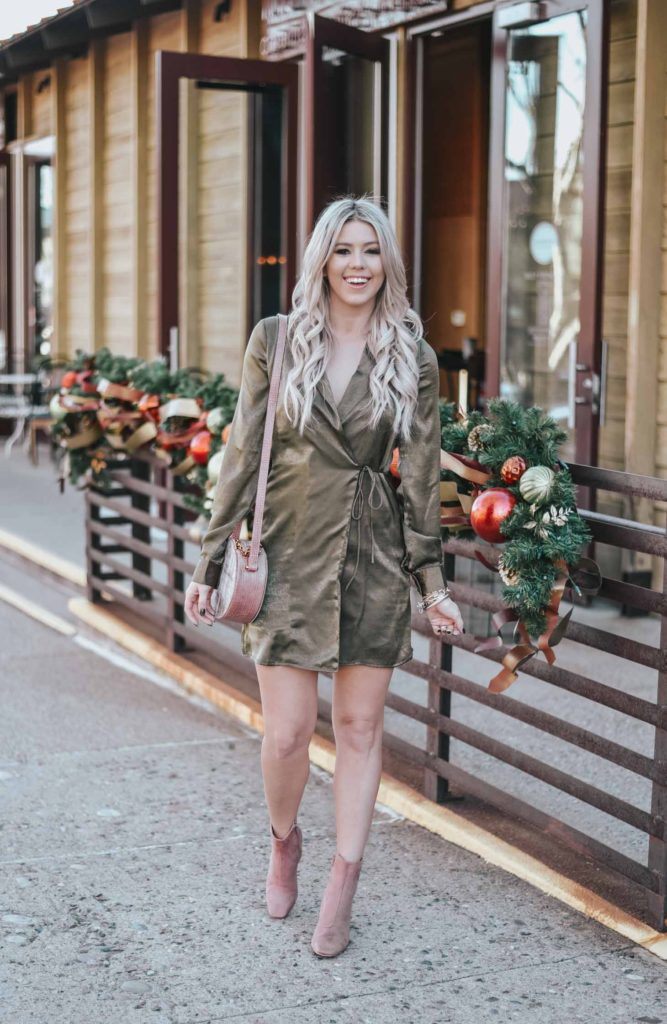Erin Elizabeth of Wink and a Twirl shares the perfect New Years Eve look for the girl that doesn't love sequin and sparkle! Whole look is Lulus