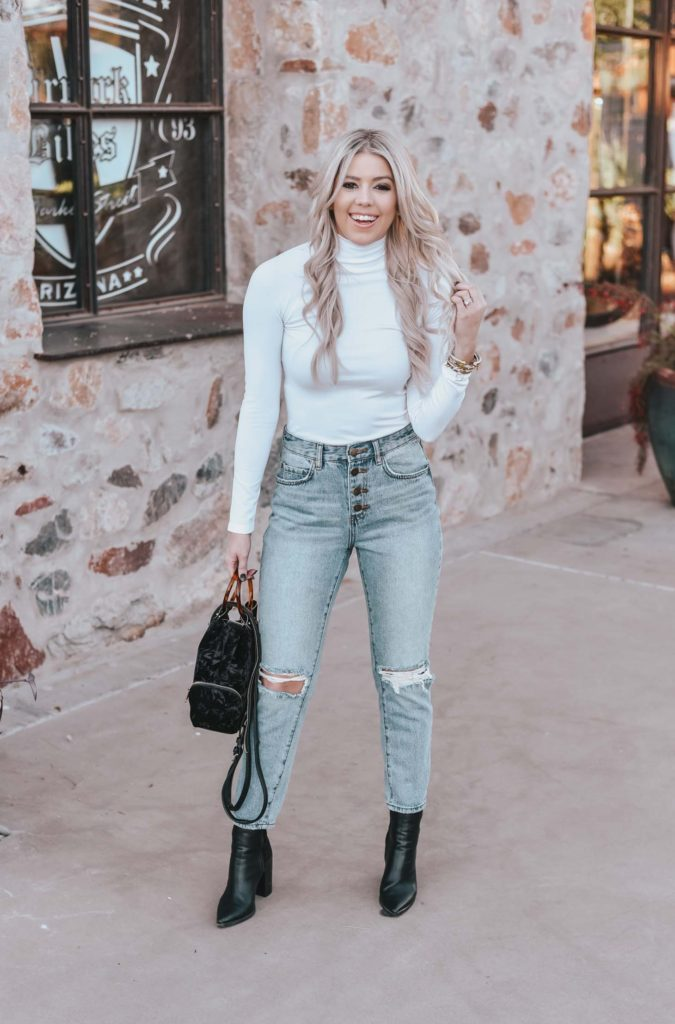 Erin Elizabeth of Wink and a Twirl shares the cutest casual denim look from Lulus