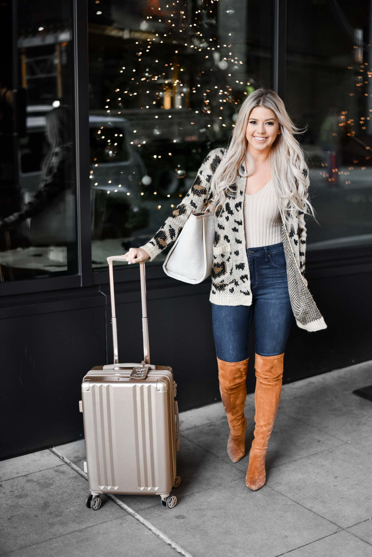 Erin Elizabeth of Wink and a Twirl shares the perfect travel style and travel gifts