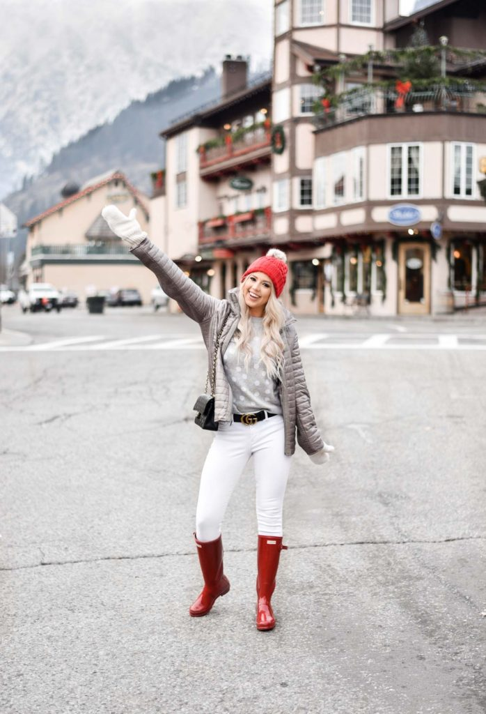 Erin Elizabeth of Wink and a Twirl shares her complete travel guide to Seattle and Leavenworth in Washington during the Christmas season