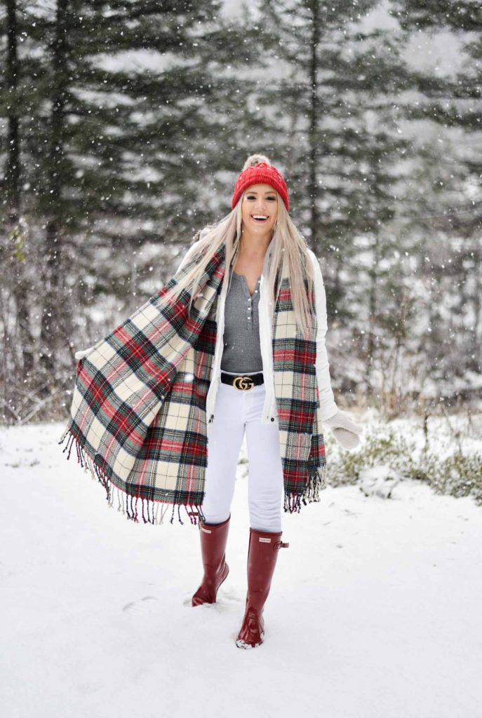 Erin Elizabeth of Wink and a Twirl shares her favorite winter items needed for the cold and snow!