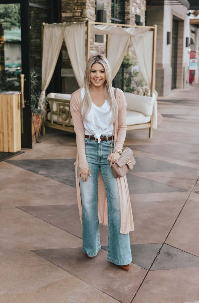 Erin Elizabeth of Wink and a Twirl shares the perfect 70s inspired look from Lulus