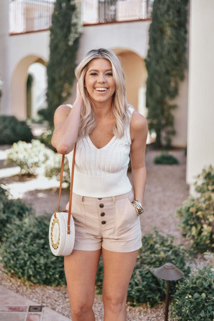 Erin Elizabeth of Wink and a Twirl shares the perfect natural daytime look from Lulus