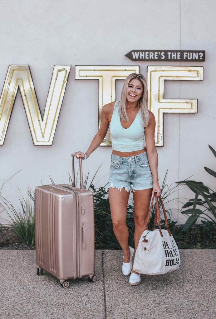 Erin Elizabeth of Wink and a Twirl shares the perfect travel look for a spring break vacay from Lulus!