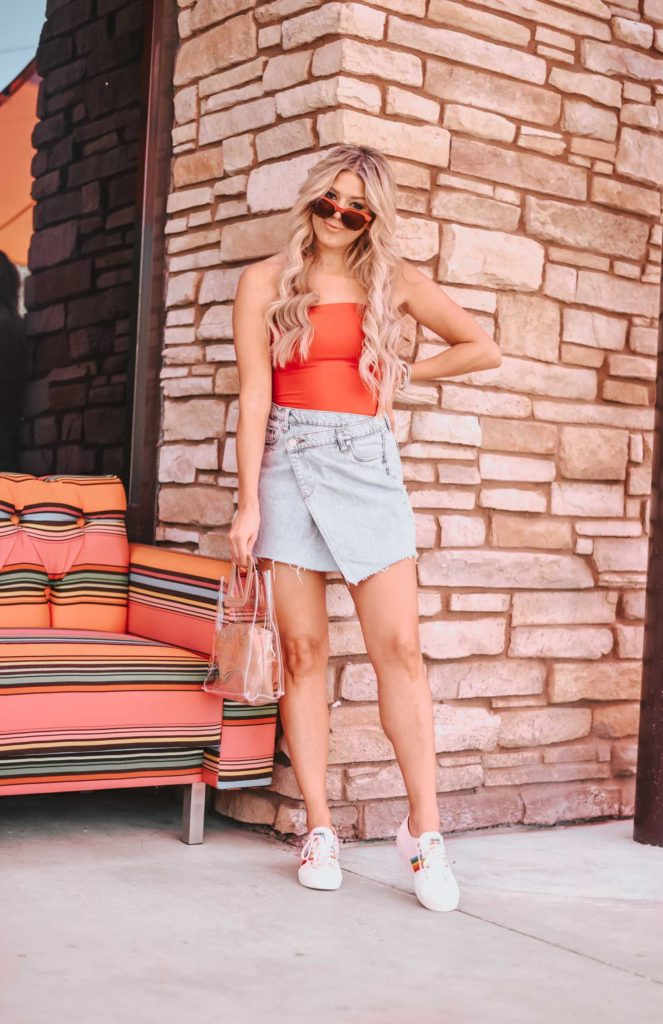 Erin Elizabeth of Wink and a Twirl shares the cutest retro spring look from Lulus