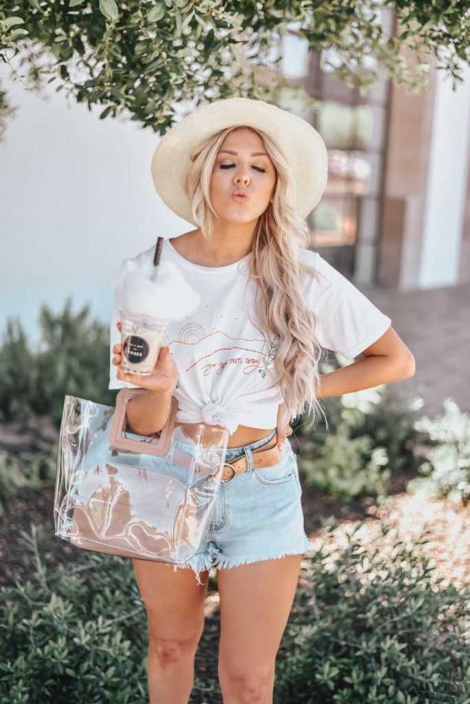 Erin Elizabeth of Wink and a Twirl shares the perfect casual spring and summer look from Lulus