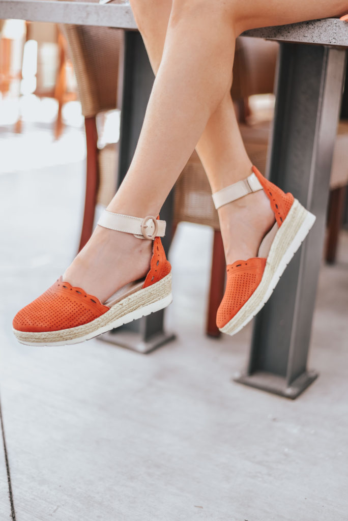 Erin Elizabeth of Wink and a Twirl shares the perfect pair of espadrille sandals from Earth at Zappos for Spring!